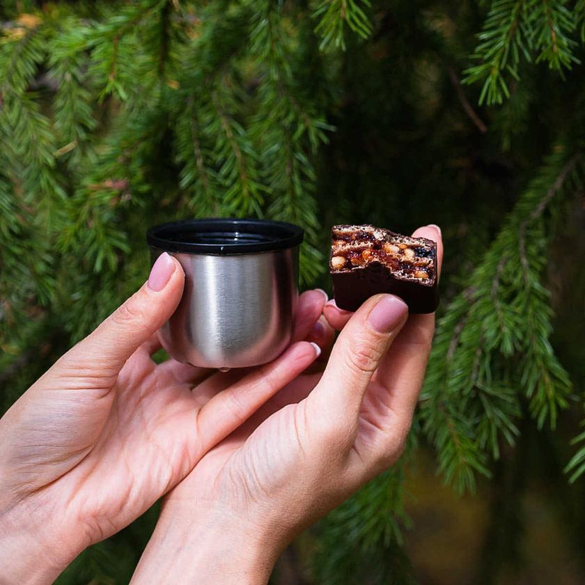 Konfeta Sila SHamana kedrovyy orekh i brusnika s chaem Slatkarnica Abakan 1024x1024 - Топ лучших Сибирских конфет