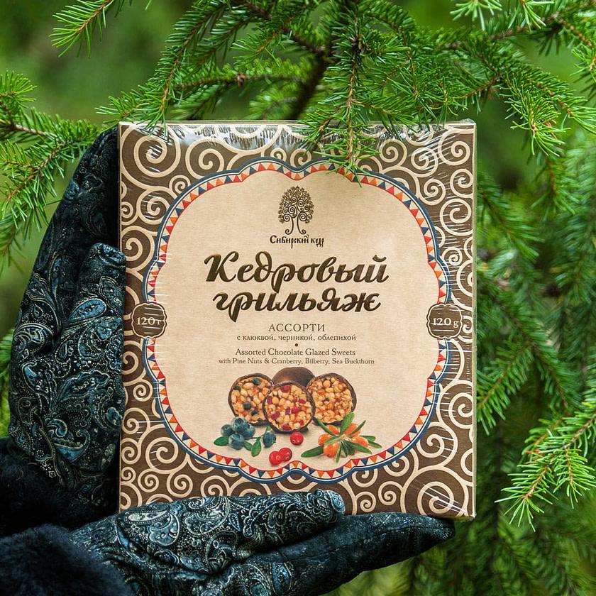 Kedrovyy grilyazh assorti s klyukvoy chernikoy oblepikhoy Sibirskiy Kedr Tomsk 120 gr 1024x1024 - Топ лучших Сибирских конфет